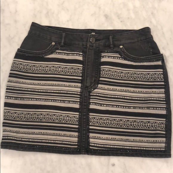 H&M Dresses & Skirts - Cute Aztec black design skirt. Size 6 from H&M